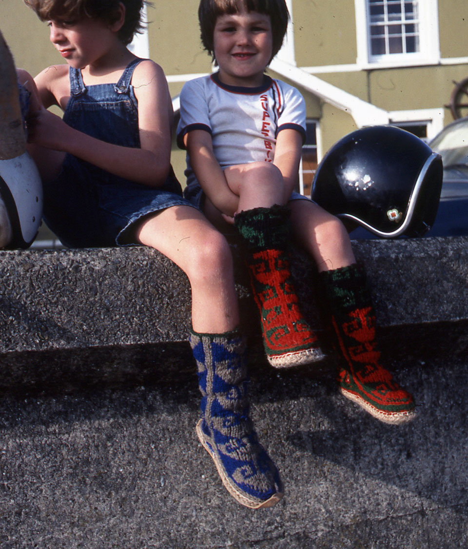 Archi-&-Ben-sitting-on-the-Aberaeron-Harbour-outside-The-harbourmaster-Hotel-Wall,-August-1983.jpg