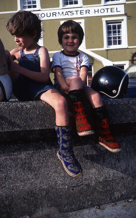 Archi & Ben sitting on the Aberaeron Harbour outside The harbourmaster Hotel Wall, August 1983 475px.jpg